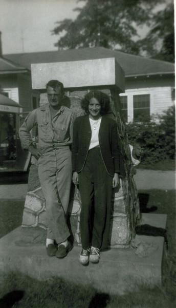 1942 Don and Viv Konyha.jpeg
