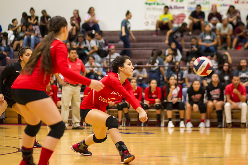 2016 10 04 Mission v La Joya Volleyball_dy-24.jpg