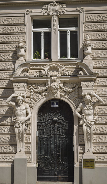Vienna: Entryway, Pension Reidl, Georg-Coch-Platz