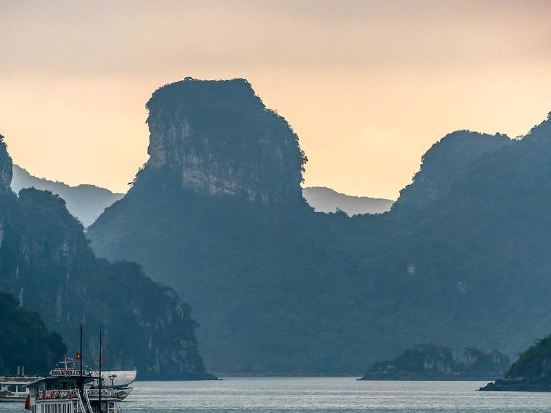 HaLong Bay Vietnam Cruise_P1090267.jpg