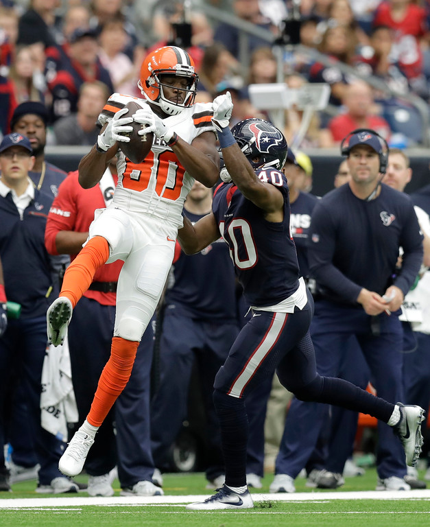. Cleveland Browns wide receiver Ricardo Louis (80) catches a pass in front of Houston Texans cornerback Marcus Williams (40) in the first half of an NFL football game, Sunday, Oct. 15, 2017, in Houston. (AP Photo/Eric Gay)