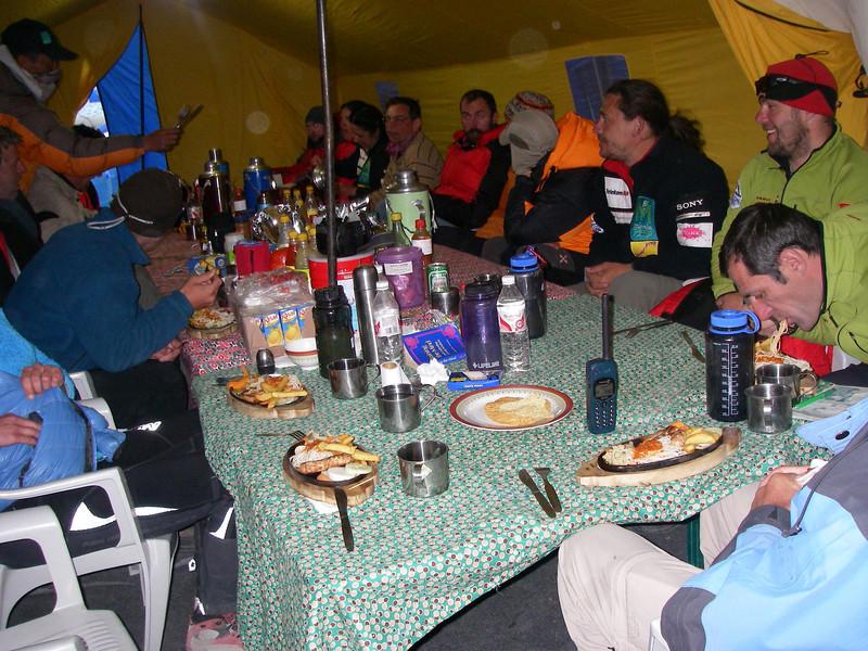 Base Camp Extreme Summit Team restoran