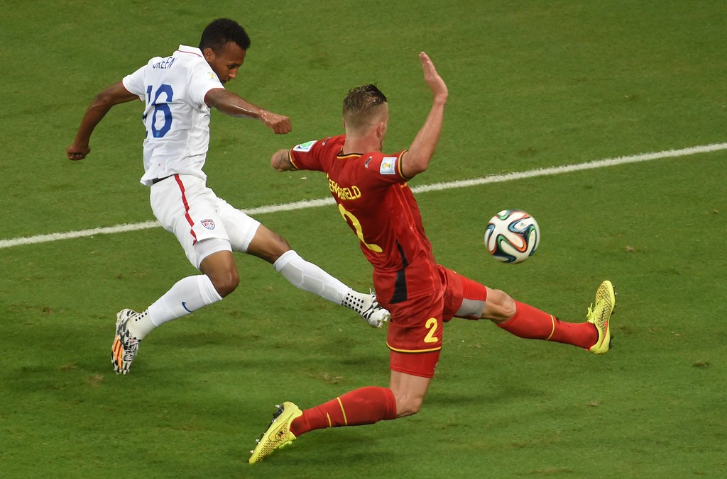 . US midfielder Julian Green (L) and Belgium\'s defender Toby Alderweireld vie for the ball during a Round of 16 football match between Belgium and USA at Fonte Nova Arena in Salvador during the 2014 FIFA World Cup on July 1, 2014.     AFP PHOTO / PEDRO UGARTE/AFP/Getty Images