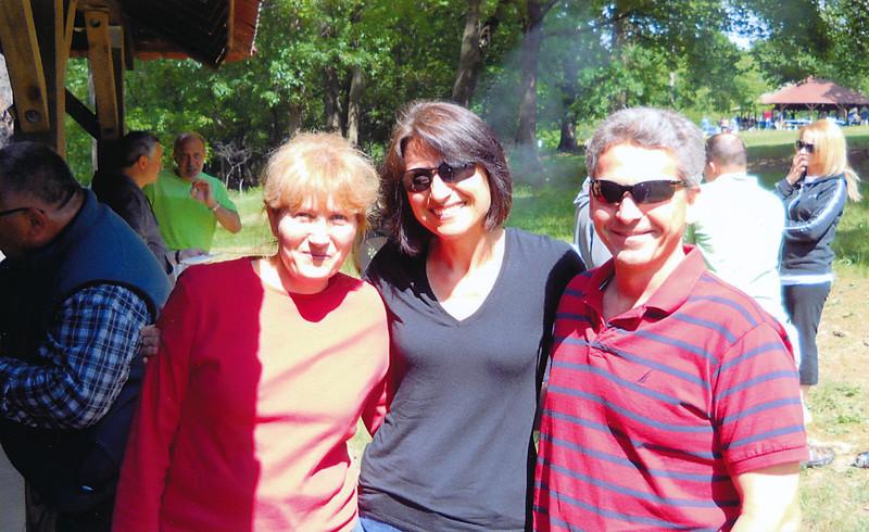 bulg_picnic2012_polina_friends.jpg