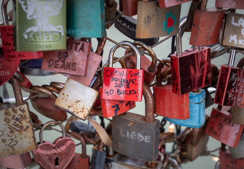 Buckeye love discovered on the Makartsteg Bridge
