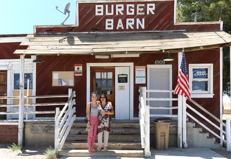 IMG_9029_Cuyama_Burger_Barn_exterior_B&B_8x12x300.jpg