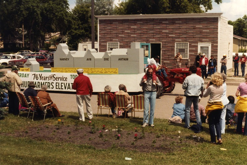 AR011.  Arthur Centennial Parade – Farmers Elevator float – .jpg