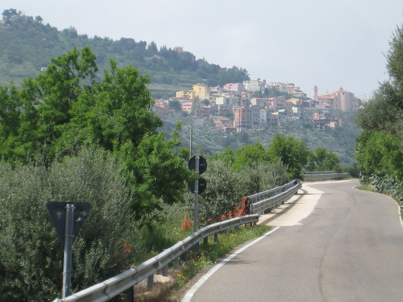 city_on_hills_3.jpg