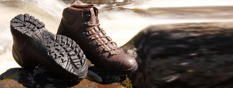 hiking_shoes_river_1024.jpg