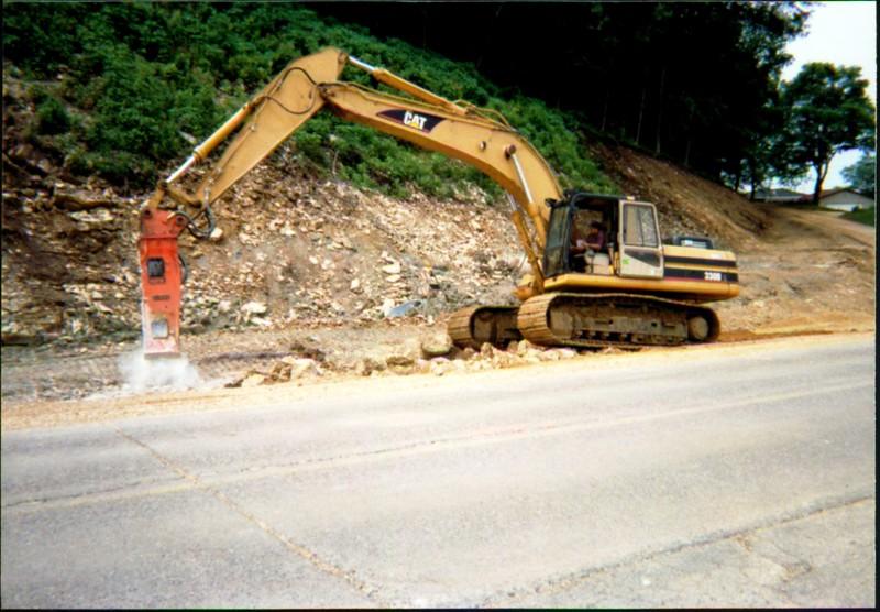 NPK E220 hydraulic hammer on Cat excavator.JPG