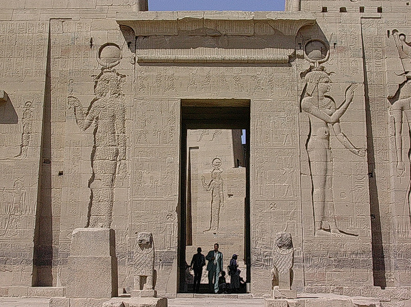 Inngangsportal til Philaetemplet -------------------------------------- Entrance portal of Philae temple (Foto: Ståle)