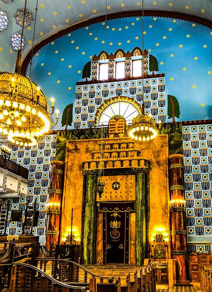 Budapest SynagogueII.jpg