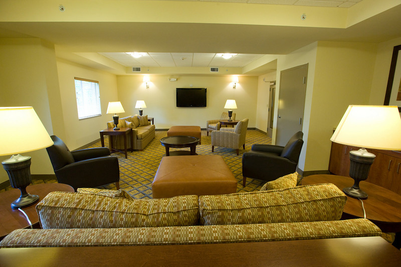 CANDLEWOOD SUITES FORT MYERS Living Room020.jpg