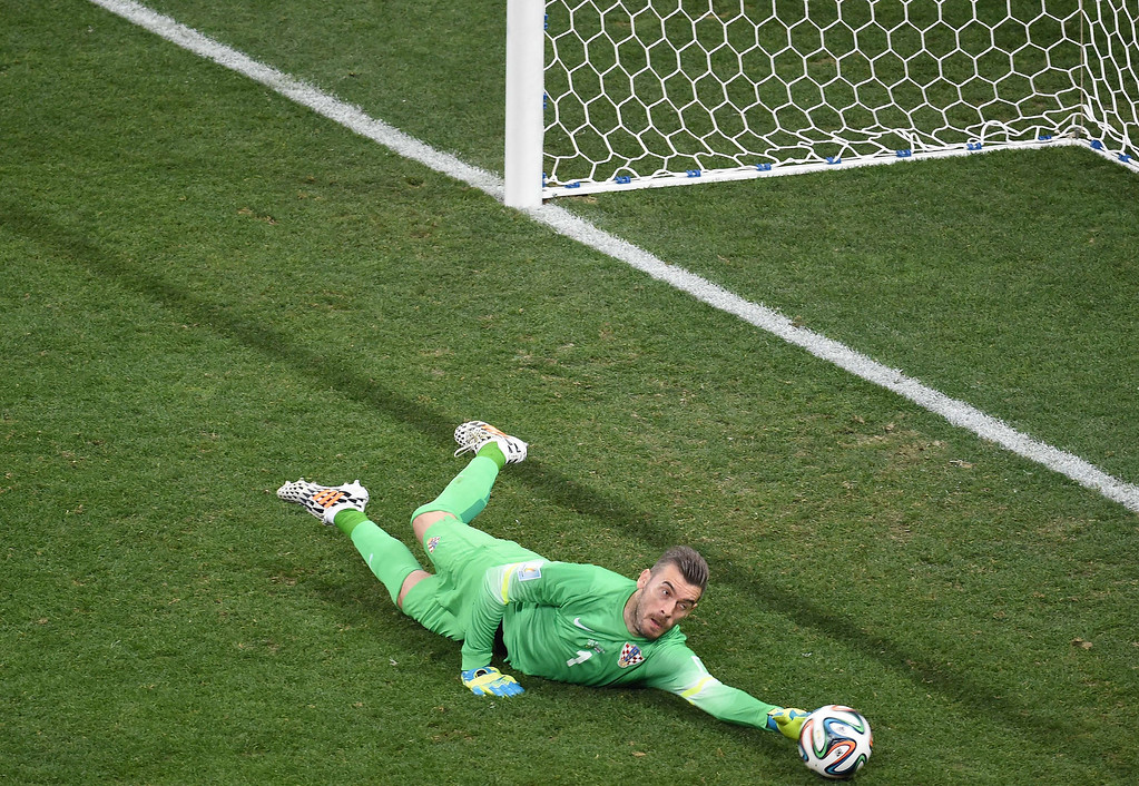 . Croatia\'s goalkeeper Stipe Pletikosa fails to stop Brazil\'s forward Neymar from scoring during a Group A football match between Brazil and Croatia at the Corinthians Arena in Sao Paulo on June 12, 2014, during the 2014 FIFA World Cup.        AFP PHOTO / FRANCOIS  XAVIER MARIT/AFP/Getty Images