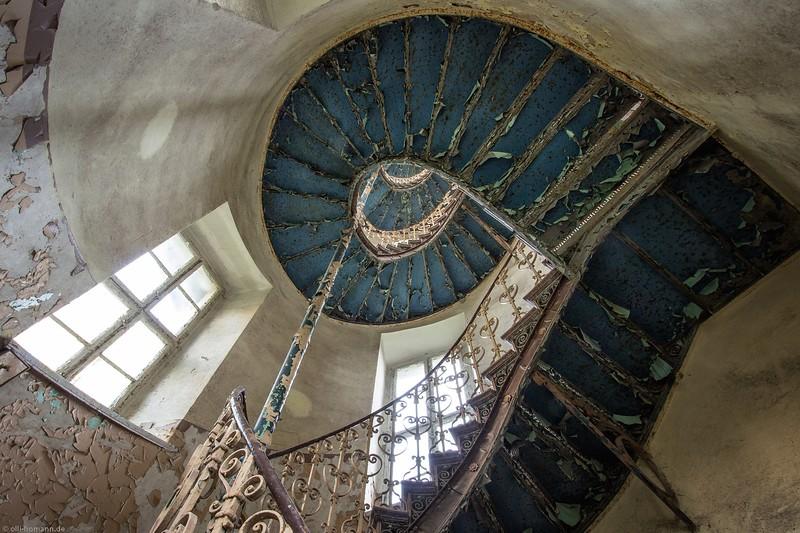 bl.09.22_blue staircase 2.jpg