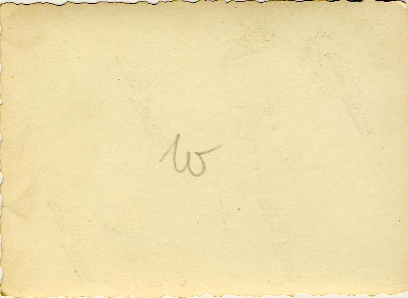 011a Mutti auf der Flucht 1945.JPG