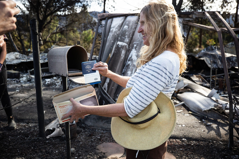 11.15.18 Woolsey Fire Family Returns to Home by Heather Fairchild-11.jpg