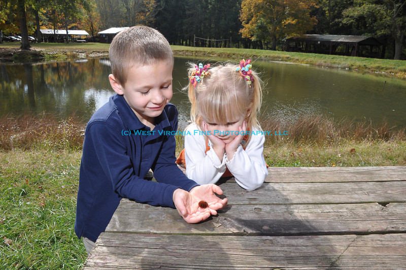 Jacob and Camryn with a wooly worm.