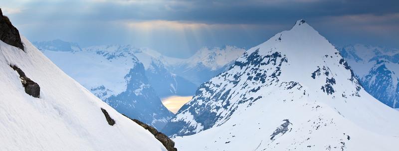Slogen, sett fra Smørskredtind, Foto Benjamin Hjort
