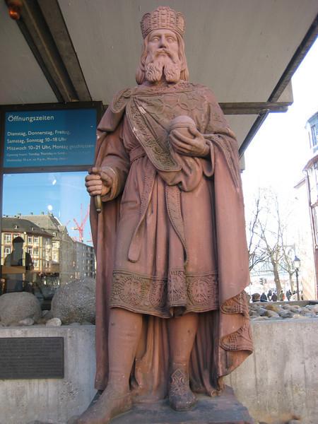 statue_2.jpg