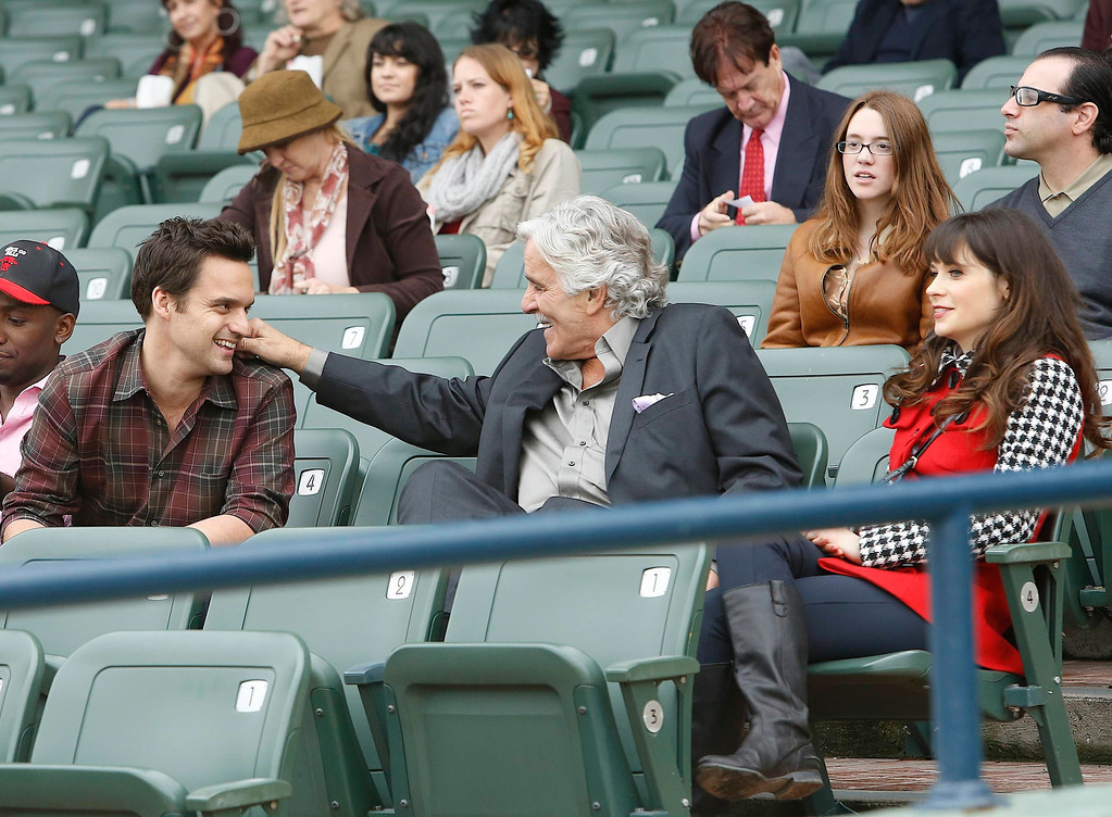 """. This 2012 image released by Fox shows, from left, Jake Johnson, Dennis Farina, and Zooey Deschanel in a scene from \""""New Girl.\""""  (AP Photo/Fox, Greg Gayne)"""