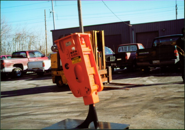 NPK E204 hydraulic breaker.jpg