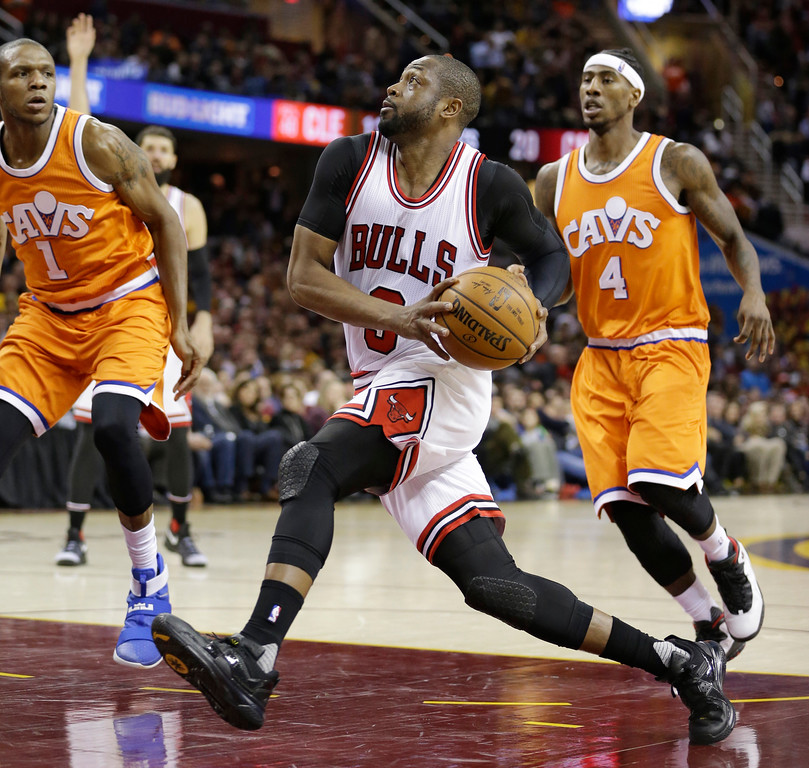 . Chicago Bulls\' Dwyane Wade, center, drives against Cleveland Cavaliers\' James Jones, left, and Iman Shumpert, right, in the second half of an NBA basketball game, Wednesday, Jan. 4, 2017, in Cleveland. The Bulls won 106-94. (AP Photo/Tony Dejak)