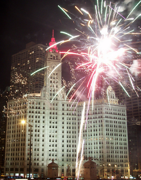 Fireworks_Chicago Wrigley Building