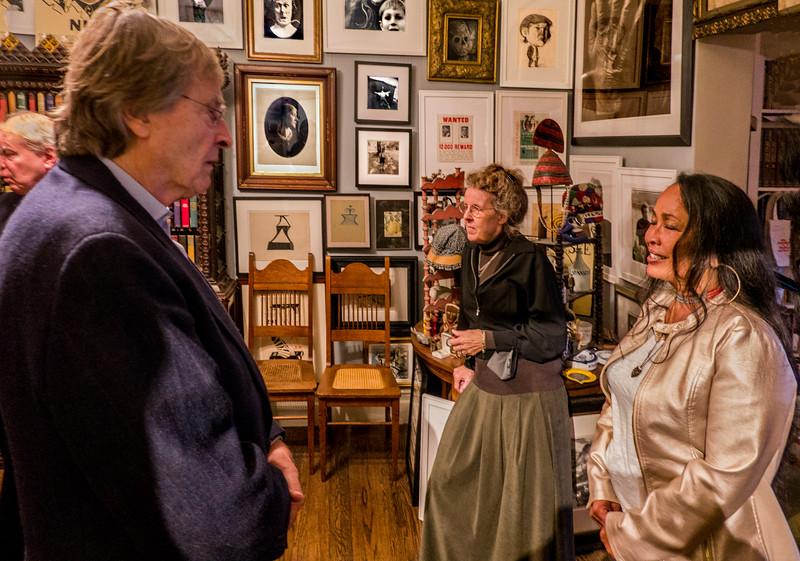 Friends of Robert - Center: Eva Strauss-Rosen