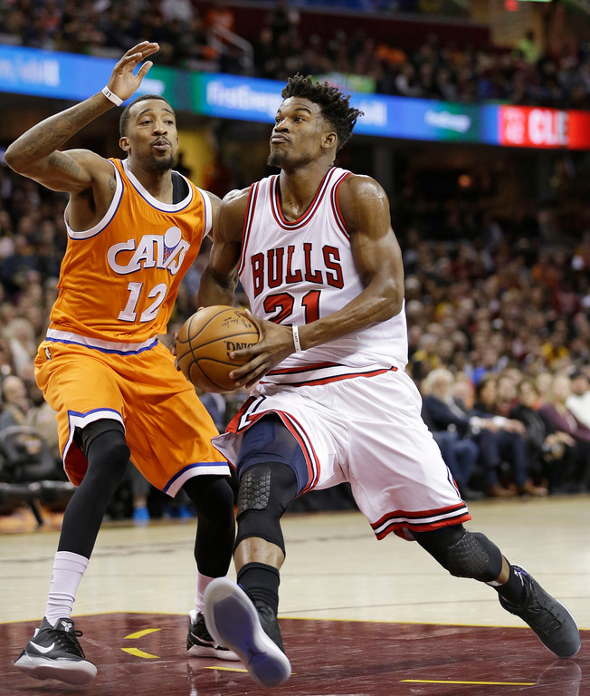 . Chicago Bulls\' Jimmy Butler (21) drives against Cleveland Cavaliers\' Jordan McRae (12) in the second half of an NBA basketball game, Wednesday, Jan. 4, 2017, in Cleveland. (AP Photo/Tony Dejak)