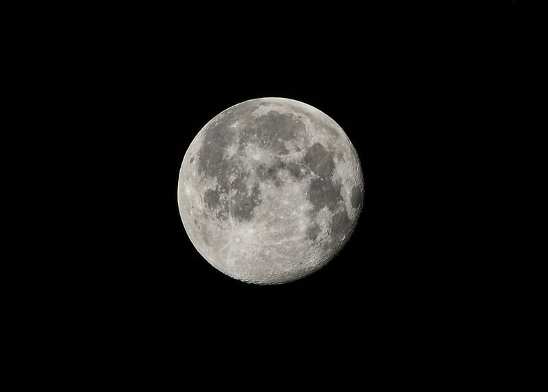 NEA_2863-7x5-Moon.jpg