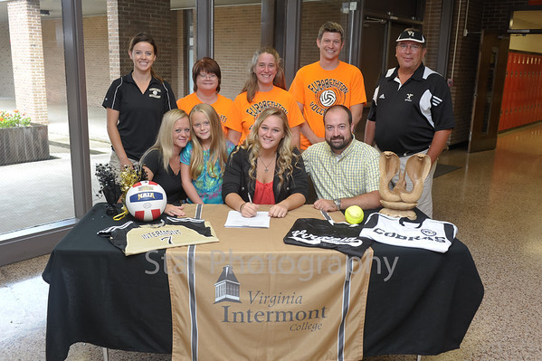 Ashleigh Dykes Signing 8-7-2013