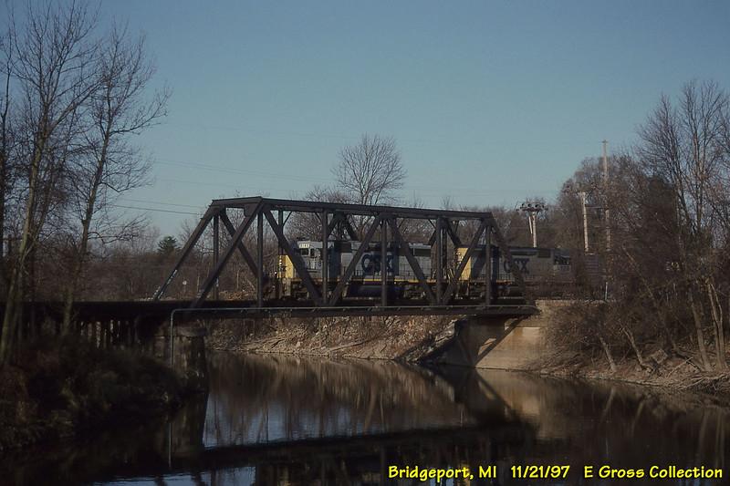 CSX 8146-8350 SD40-2 8146 ex SBD 8146 exx SCL 8146 bly 9/81 train Q330, sbd Midland - Flint turn Cass River, Bridgeport, MI