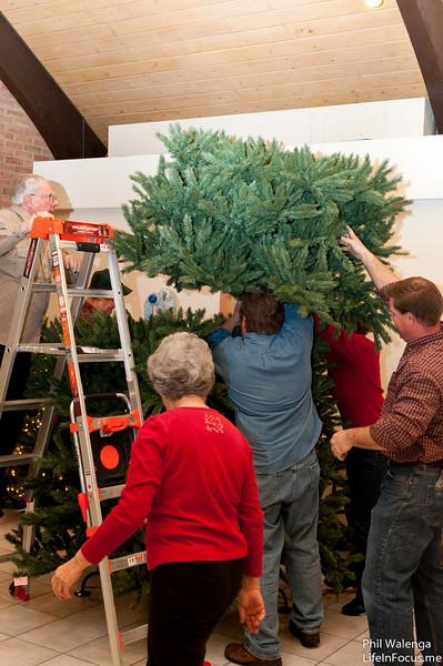 20121217 KofC Christmas Tree Setup-6298.jpg