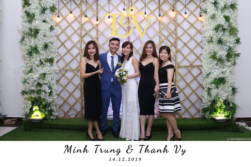 Trung-Vy-wedding-instant-print-photo-booth-Chup-anh-in-hinh-lay-lien-Tiec-cuoi-WefieBox-Photobooth-Vietnam-102.jpg