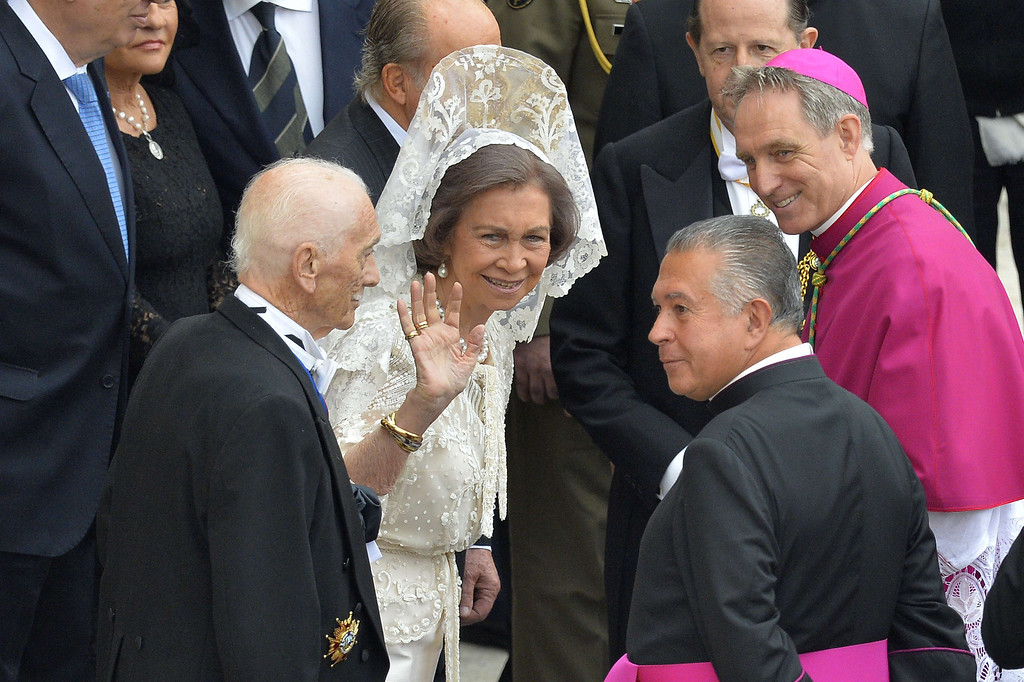 . Spain\'s Queen Sofia waves as she arrives with Spain\'s King Juan Carlos (back hidden) for the canonisation mass of Popes John XXIII and John Paul II on St Peter\'s at the Vatican on April 27, 2014. Catholics from around the world gathered in Rome on Sunday for a mass presided by Pope Francis to confer sainthood on John Paul II and John XXIII -- two influential popes who helped shape 20th century history.   AFP PHOTO / ANDREAS SOLARO