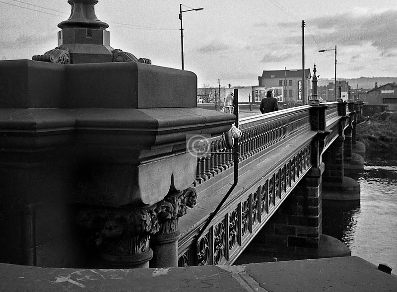 Dalmarnock Bridge. San-Mex are still in business, in the same premises.   December 1975