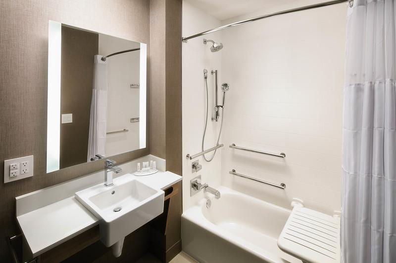 8-bathroom tub.jpg