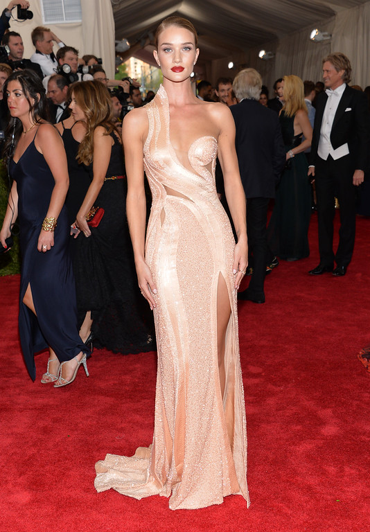 ". Rosie Huntington-Whiteley arrives at The Metropolitan Museum of Art\'s Costume Institute benefit gala celebrating ""China: Through the Looking Glass\"" on Monday, May 4, 2015, in New York. (Photo by Evan Agostini/Invision/AP)"
