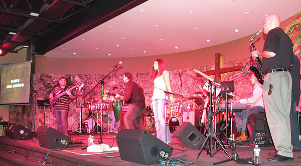 Concert (Traci Root and the Sandoval Band)