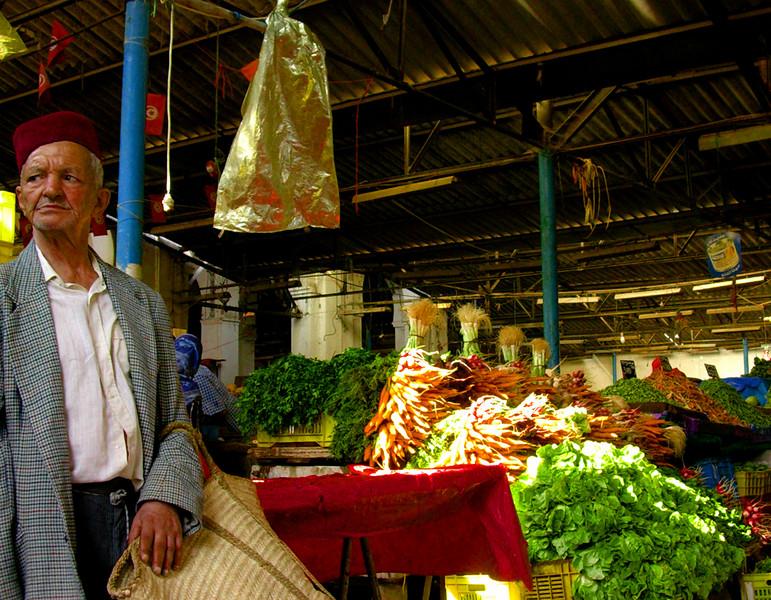 Stolt herre i Marche Central ferskvaremarked  Proud gent in Marche Central market (Foto: Ståle)