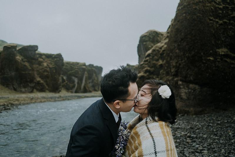 Tu-Nguyen-Destination-Wedding-Photographer-Iceland-Elopement-Fjaðrárgljúfur-16-150a-33.jpg