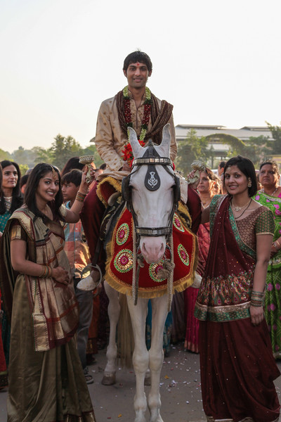 The groom on his horse, with his sisters to keep him awake.