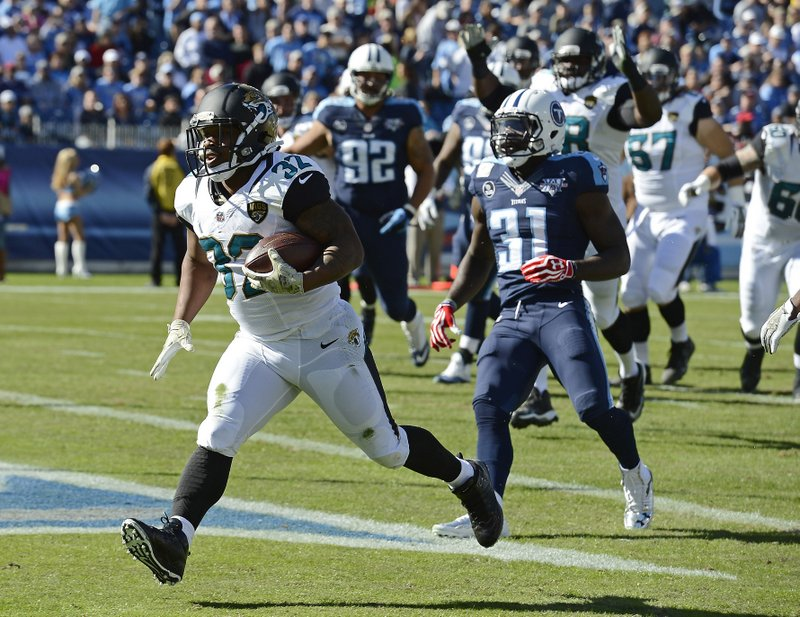 . <p><b> Cardinals at Jaguars (+7):</b> Jacksonville stunned Tennessee, and many people in knockout pools, by ending its 13-game losing streak. The game ball will no doubt be given a prominent display in the Jaguars� next stadium in London or L.A. Pick: <b>Cardinals by 17</b> <p>   (AP Photo/Mark Zaleski)