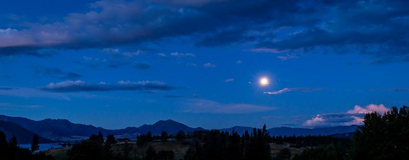 Aussicht von meinem Stellplatz in Wanaka in einer Mondnacht
