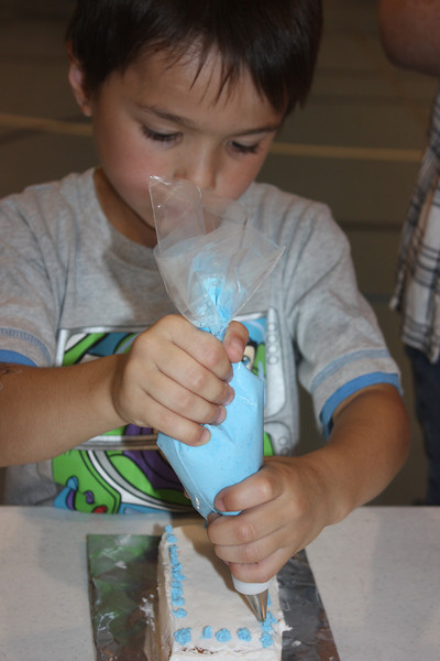 Mid-Week Adventures - Cake Decorating -  6-8-2011 120.JPG