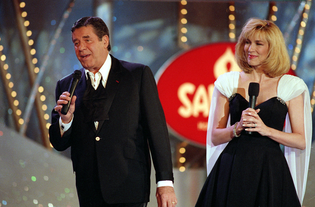 . File - Entertainer Jerry Lewis, left, is joined by co-host Leeza Gibbons during the 27th Muscular Dystrophy Association television fundraiser in Las Vegas, Nev., Monday, Sept. 7, 1992.  The annual Labor Day telethon raised a record $45.8 million.  (AP Photo/Craig Fujii)