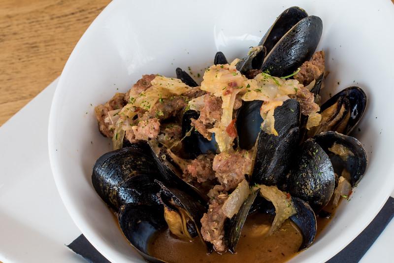 Mussels En Brodo - Close.jpg