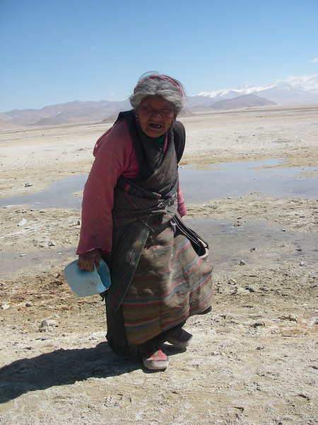 Woman from Tingri (4.320m = 14,173ft)