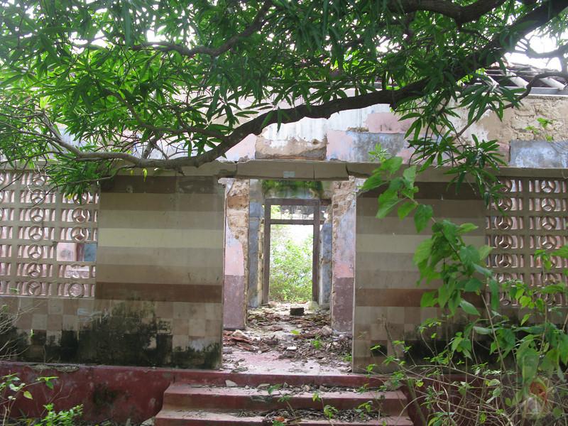 THE  KARAMPON HOUSE  - ENTRANCE